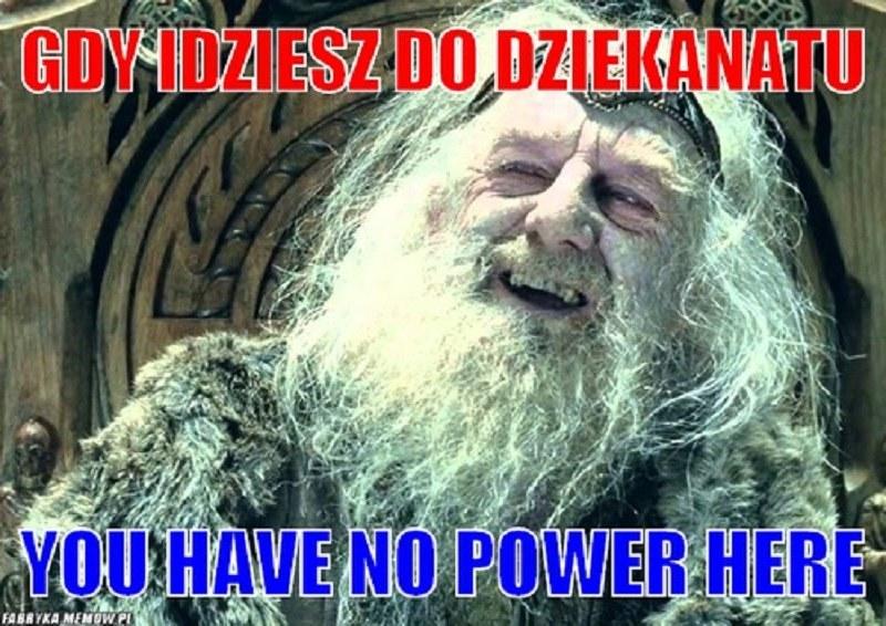 W dziekanacie rządzą siedzące tam panie - zampiętaj to /fabrykamemów.pl /Internet