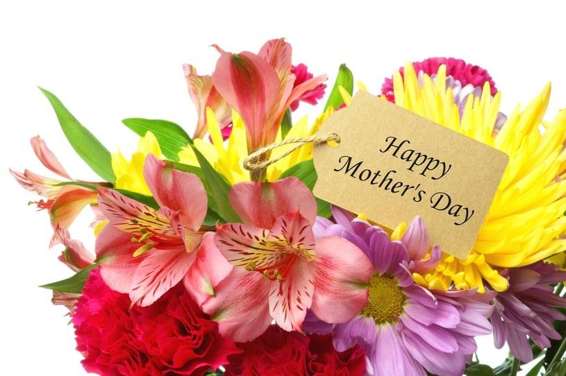 W Dzień Matki nie zapomnij o życzeniach i o kwiatach /123RF/PICSEL