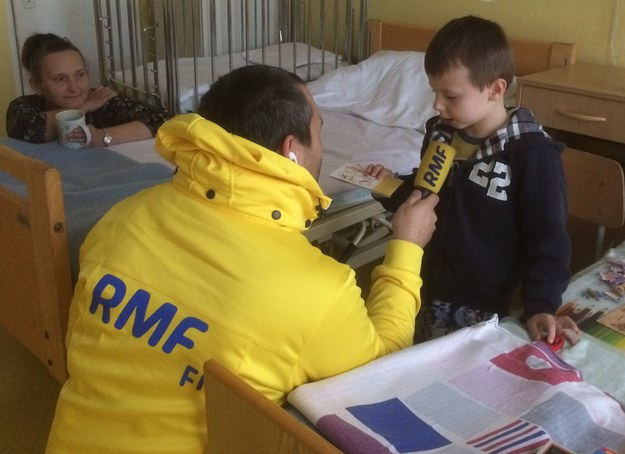 W Dzień Świętego Mikołaja dziennikarze RMF FM przywożą audiobooki do szpitali dziecięcych w całej Polsce /Bartłomiej Paulus /RMF FM