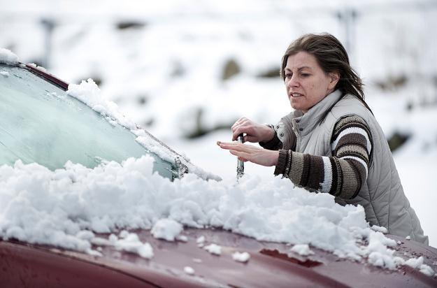 W Europie Środkowej znów pada śnieg /AFP