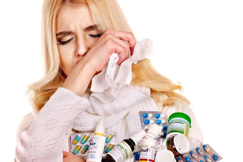 W fazie pierwszej – wydalania – próbujemy pozbyć się trucizn. Wtedy dokuczają nam takie objawy jak np. intensywne pocenie się, trudności z koncentracją, bóle stawów i mięśni, kaszel czy zgaga. /123RF/PICSEL