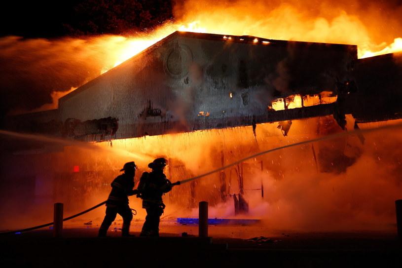 W Ferguson wybuchły zamieszki /PAP/EPA
