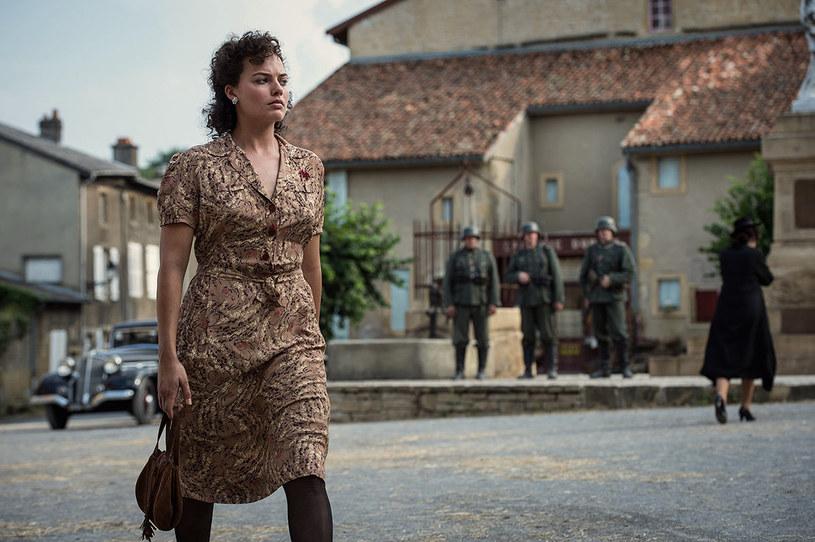 """W filmie wojennym """"Suite Francaise"""" wyjątkowo była brunetką /materiały prasowe"""