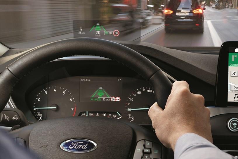 W Fordzie Focusie pojawił się system Head-up Display /