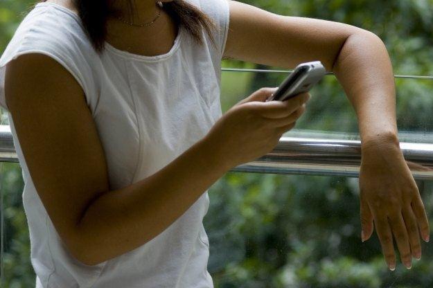 W Fort Lee w New Jersey wysyłanie SMS-ów podczas spaceru może kosztować nawet 85 dolarów /stock.xchng