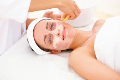 W gabinecie kosmetycznym można szybko przywrócić skórze odpowiednie napięcie  /© Panthermedia