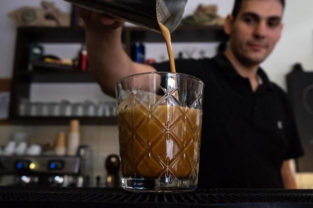 W gastronomii i hotelarstwie brakuje rąk do pracy /Lefteris Partsalis /PAP/Photoshot