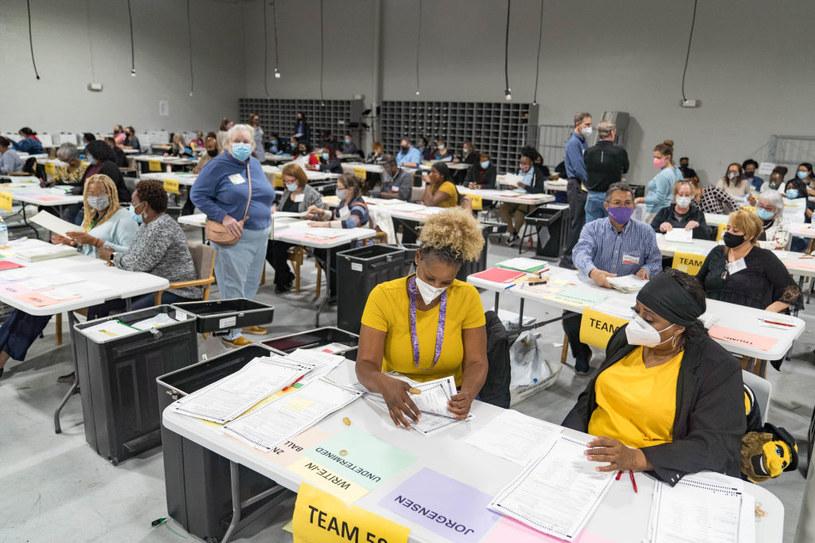 W Georgii znaleziono kolejnych 2755 kart wyborczych, których nie uwzględniono wcześniej w wyniku /Megan Varner /Getty Images