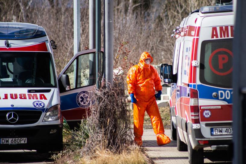 W Głogowie zmarł mężczyzna przebywający w kwarantannie; nieznana jest przyczyna śmierci (zdjęcie ilustracyjne) /Magdalena Pasiewicz /East News