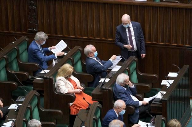 W głosowaniu w sprawie Deweloperskiego Funduszu Gwarancyjnego wyłamało się 11 posłów z klubu PiS. /Mateusz Marek /PAP
