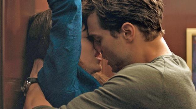 W główne role w filmie Sam Taylor-Johnson wcielają się Dakota Johnson i Jamie Dornan /The New York Times