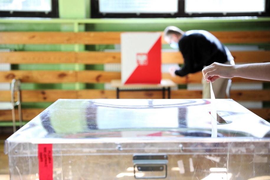 W gminie Łubianka remis w drugiej turze wyborów /PAP
