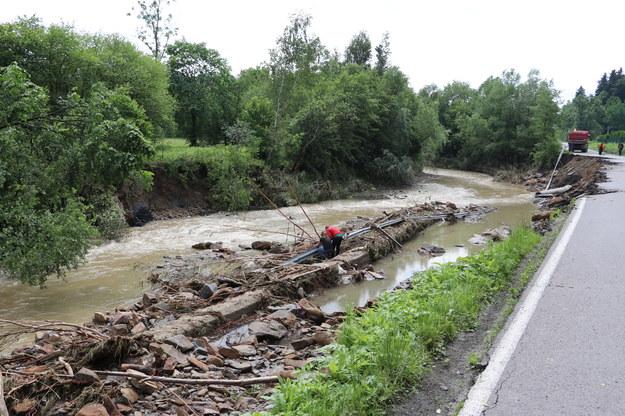 W gminie Raciechowice najbardziej zniszczone zostały budynki leżące przy rzece Stradomka /Józef Polewka /RMF FM