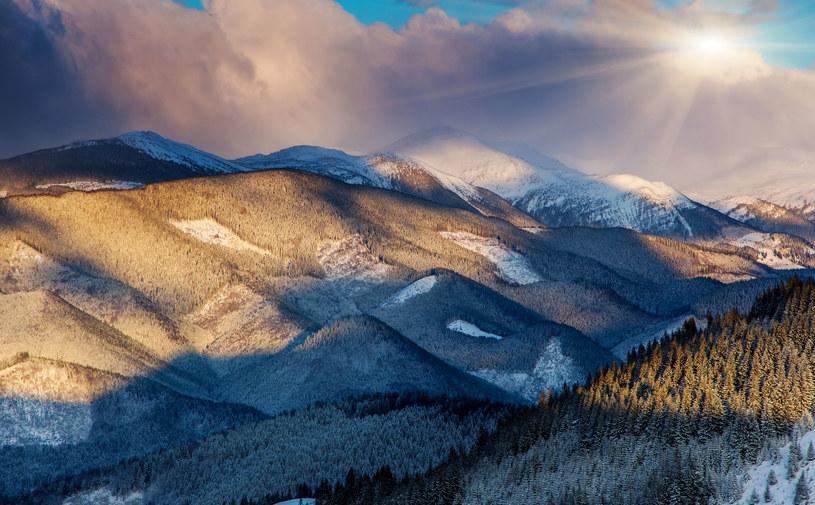 W górach ma prószyć śnieg i śnieg z deszczem /123RF/PICSEL