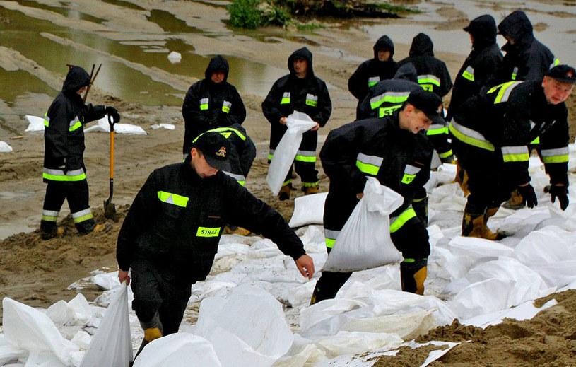 W gotowości mają być dodatkowe siły policji i wojska na wypadek, gdyby ich pomoc była potrzebna w krytycznej sytuacji. /Bogdan Myśliwiec /Reporter