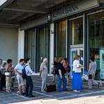 W Grecji otwierają banki i boją się paniki bankowej