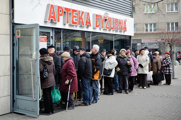 W grudniu do aptek ustawiały się kolejki, fot. Łukasz Dejnarowicz /Agencja FORUM