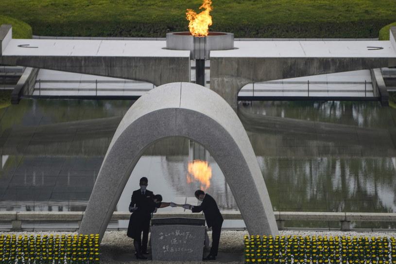 W Hiroszimie uczczono pamięć ofiar bomby atomowej /DAI KUROKAWA /PAP/EPA