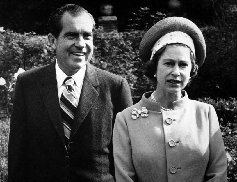 """W historii świata nie brakowało i nie brakuje wciąż przywódców """"narcyzów"""". Charakterystycznymi cechami tego typu osobowości odznaczali się m.in. Lyndon B. Johnson, Teddy Roosevelt czy widoczny na zdjęciu z królową Elżbietą II Richard Nixon / PA Wire    /East News"""