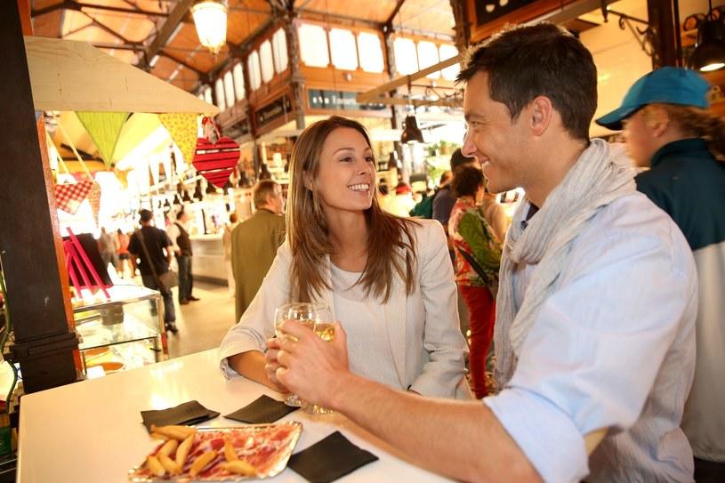 W Hiszpanii bary z tapas są bardzo popularne /123RF/PICSEL