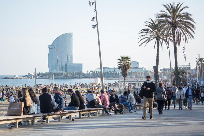 W Hiszpanii wciąż rośnie liczba zakażonych COVID-19 /SOPA Images/Sipa USA /East News