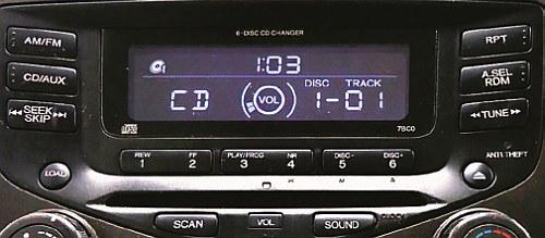 W Hondach kody można znaleźć niekiedy na naklejkach w schowku lub na popielniczce. /Motor