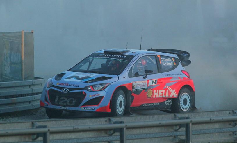 W Hyundai i20 WRC Neuville'a zapaliły się hamulce /Tomasz Waszczuk /PAP