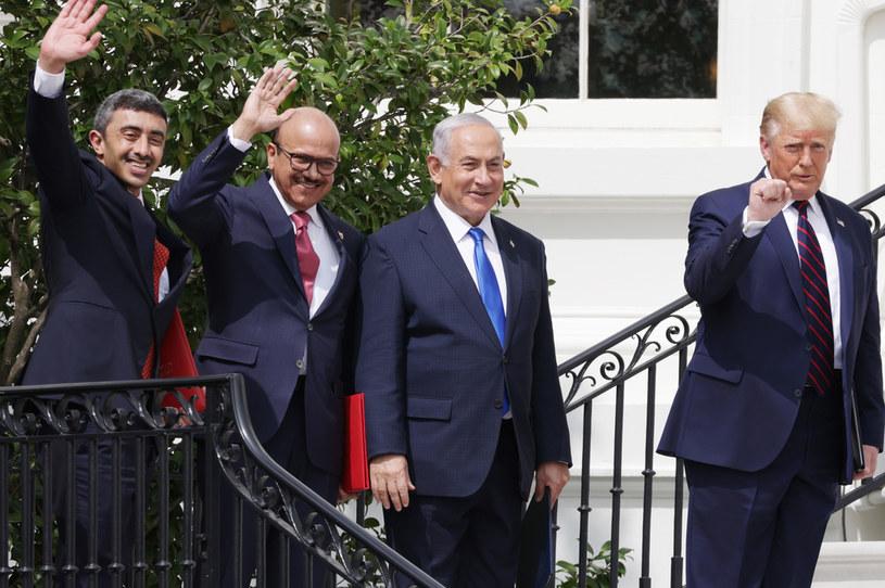 W imieniu USA dokumenty podpisał Donald Trump. Izrael reprezentował premier Benjamin Netanjahu, a na czele delegacji ZEA i Bahrajnu stali szefowie dyplomacji tych państw - Abdullah bin Zajed al-Nahjan oraz Abdullatif al-Zajani /ALEX WONG /Getty Images