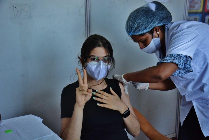 W Indiach zaszczepiono do tej pory dopiero około 10 mln ludzi /Getty Images