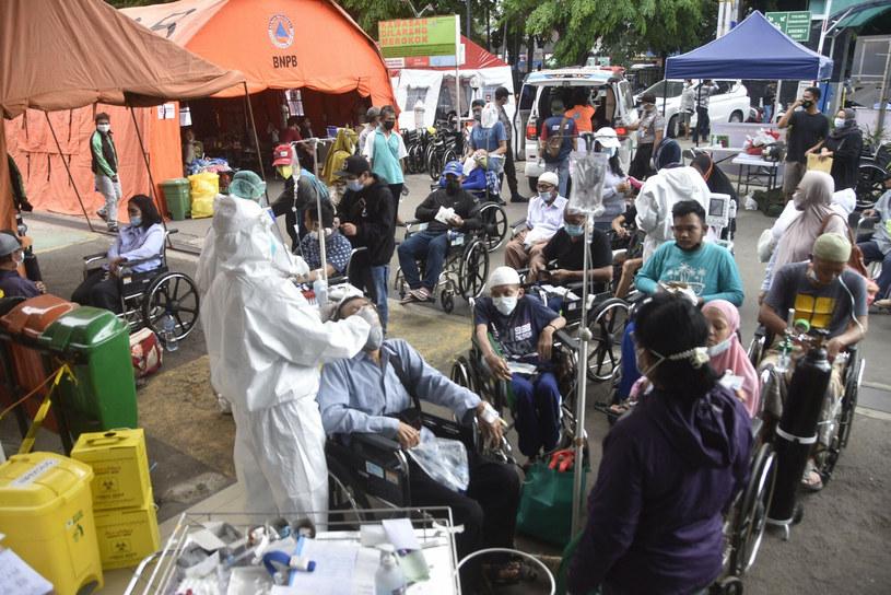 W Indonezji rośnie liczba hospitalizacji z powodu COVID-19 /REZAS/AFP /East News