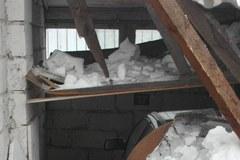 W Inowrocławiu zawalił się dach starego garażu