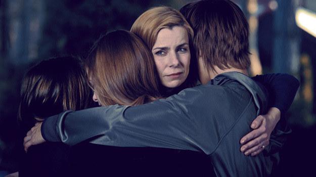 W interesach Carmen (Agata Kulesza) nie może pokazać, że się boi. W domu jest troskliwą matką /materiały prasowe