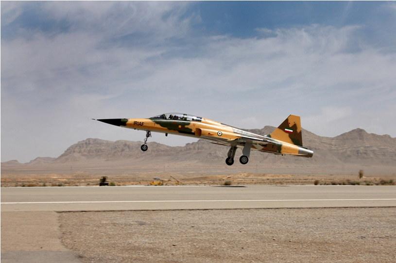 W Iranie zaprezentowano nowy myśliwiec krajowej produkcji Kowsar
