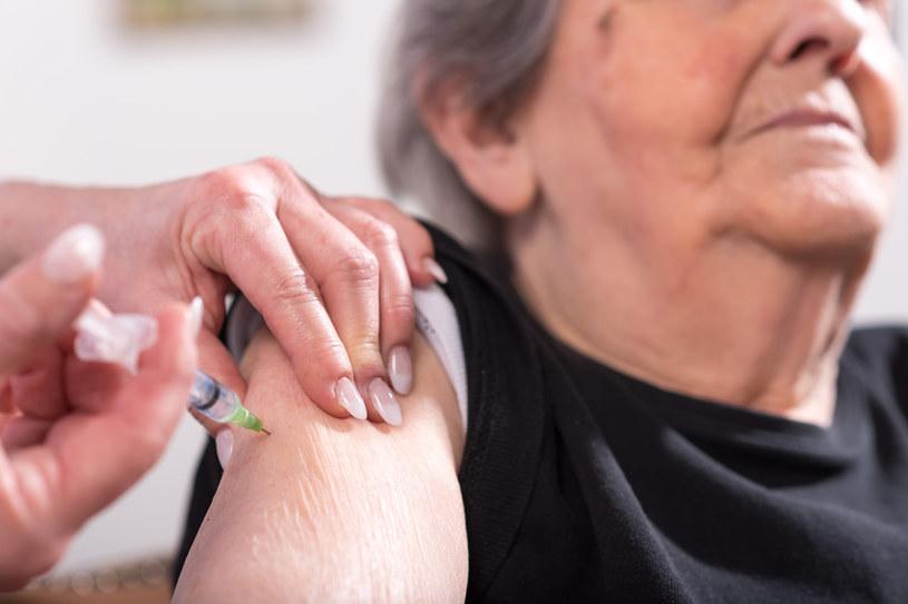 W Izraelu trzecia dawka szczepionki jest obowiązkowa po upływie pół roku od terminu przyjęcia drugiej dawki preparatu /123RF/PICSEL