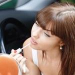 W jaki sposób utrwalić szminkę na ustach