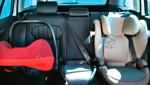 W jakich modelach aut i na których siedzeniach najłatwiej montuje się foteliki - test