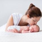 W jakich pozycjach powinny spać dzieci, aby uniknąć wypadków