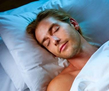 W jakie pozycji należy spać?