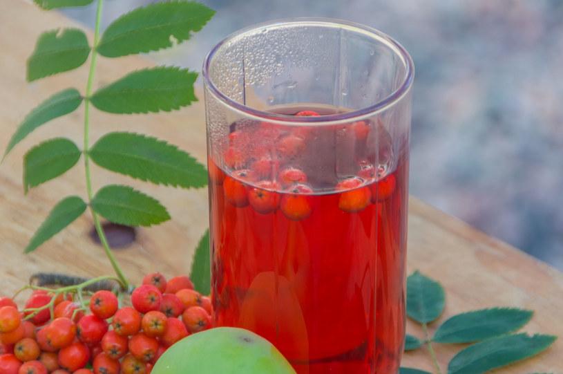 W jarzębinie jest trzy razy więcej witaminy C niż w pomarańczach /123RF/PICSEL