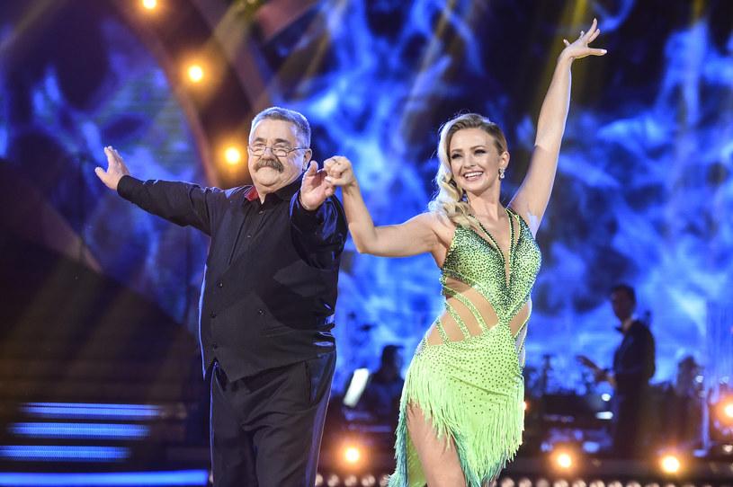 W jednym z odcinków Barbara Kurdej-Szatan zatańczyła ze swoim tatą /AKPA