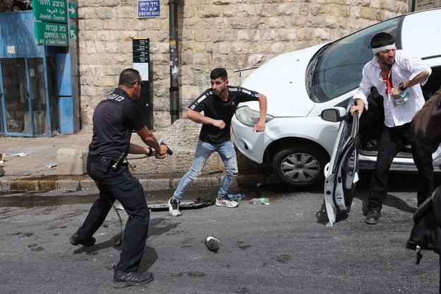 W Jerozolimie doszło do kilkugodzinnych starć pomiędzy Palestyńczykami a izraelską policją /ABIR SULTAN /PAP/EPA