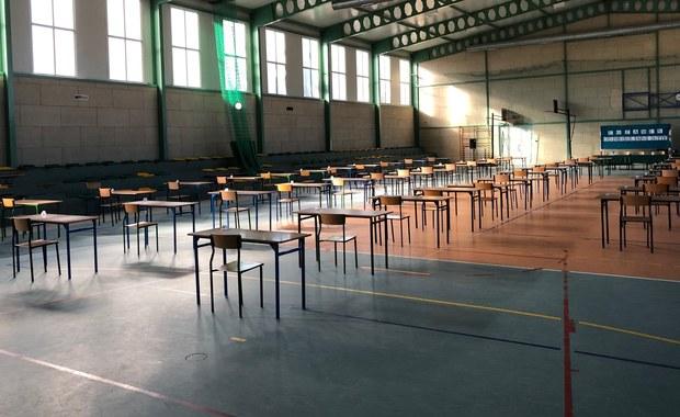 W Jonkowie ósmoklasiści z trzech szkół zdają egzamin razem