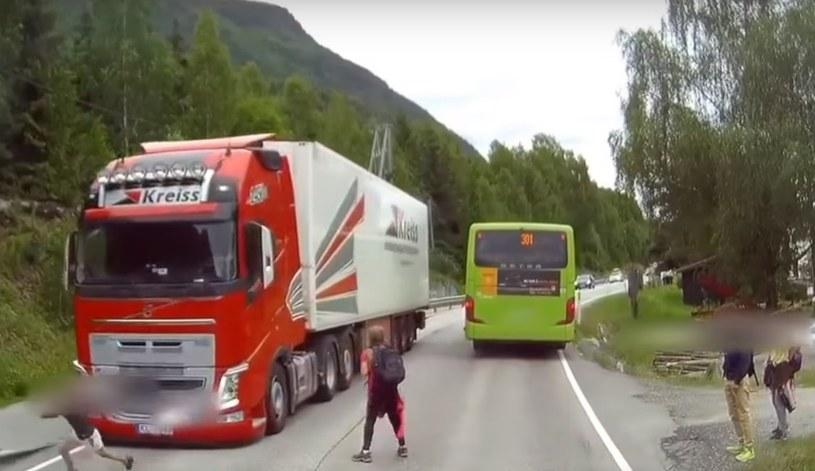 W kabinie tej ciężarówki siedział... bohater /