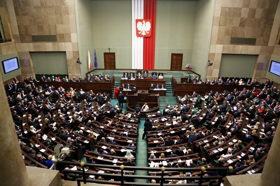 W kalendarzu 4 czerwca 2014 - właśnie dziś przypada 25. rocznica wyborów parlamentarnych z 1989 roku - częściowo wolnych, zakończonych zwycięstwem Solidarności /Tomasz Gzell /PAP