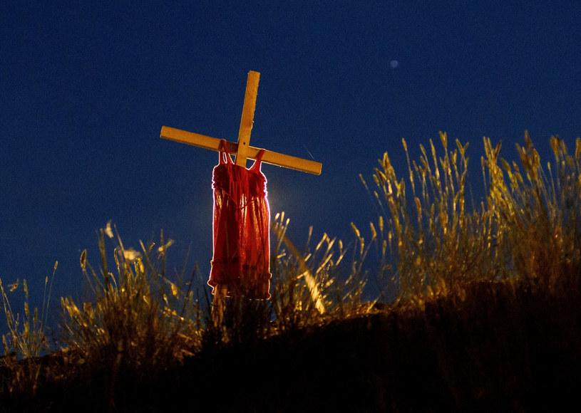 W Kanadzie odkrywane są kolejne groby ofiar /Cole Burston / AFP /East News