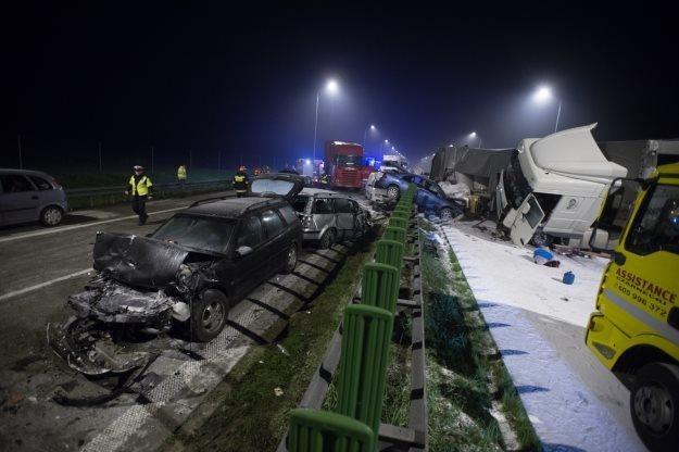 W karambolu na drodze S8 zginęły 3 osoby /PAP