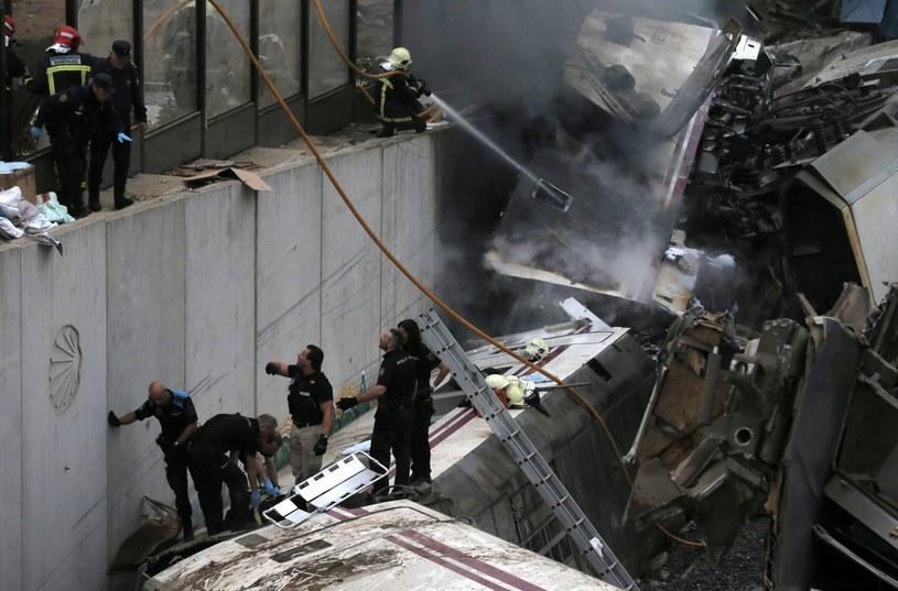 W katastrofie zginęło co najmniej 77 osób /PAP/EPA