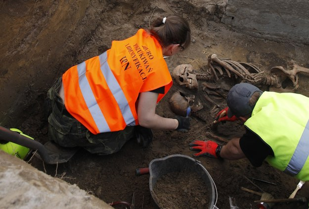 W Katowicach ekshumowano szczątki siedmiu żołnierzy podziemia niepodległościowego (zdjęcie ilustracyjne) /Stefan Maszewski /Reporter
