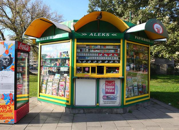 W kiosku kupują bardzo różni ludzie... /Stanisław Kowalczuk /East News