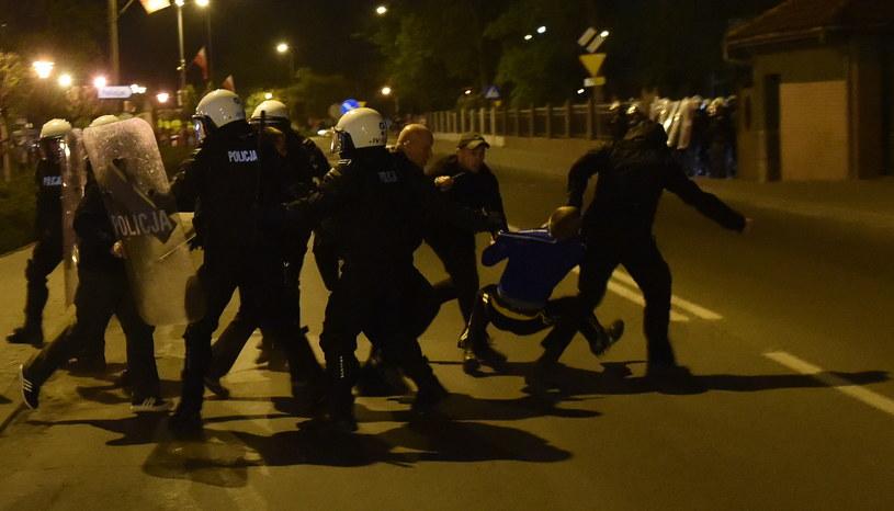 W Knurowie trwają zamieszki /Jacek Bednarczyk /PAP